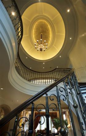 华丽大气时尚欧式风格楼梯装饰图