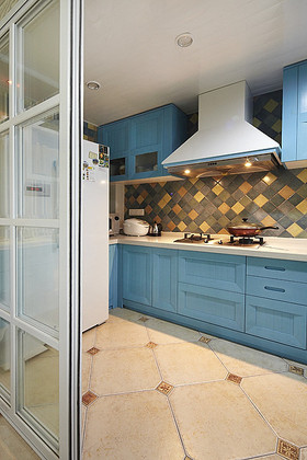蓝色温馨田园风格厨房橱柜设计赏析