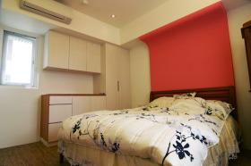 卧室红色背景墙装修布置