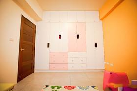 明亮橙色简约风格儿童房衣柜图片欣赏