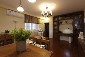 褐色中式风格客厅吊顶吊灯图片