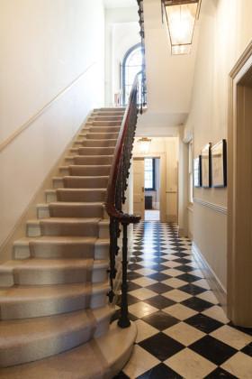 米色美式风格楼梯装修图片欣赏