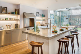 白色现代风格厨房吧台设计装潢