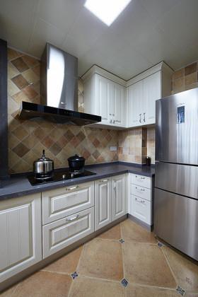 素雅米色田园风格厨房橱柜装修案例