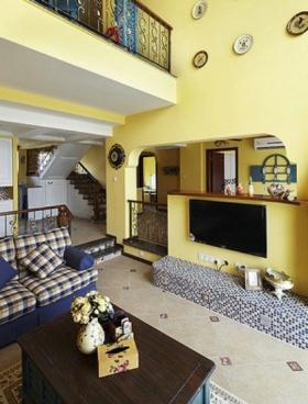 浪漫黄色温馨地中海风格客厅背景墙装潢设计