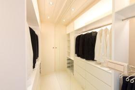 白色美式衣帽间装饰图