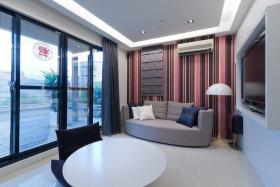 红色简约风格客厅窗户装修