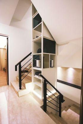 白色现代风格楼梯装饰柜装潢