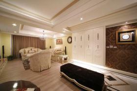 米色简欧风格客厅装潢设计