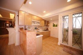 现代风格温馨黄色厨房吧台美图欣赏