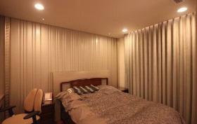 米色简约风格卧室窗帘设计欣赏