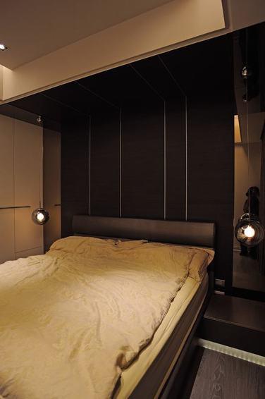 黑色现代风格卧室装修设计