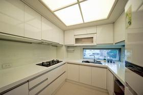 米白色简约风格厨房装修设计