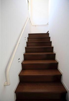 褐色现代风格楼梯装修效果图
