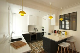 白色时尚现代厨房装修案例