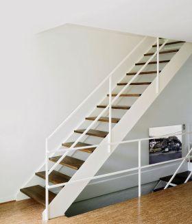 白色现代风格楼梯装饰案例