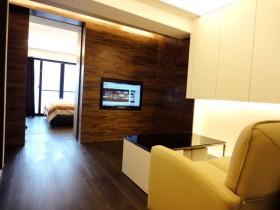 2016原木色简约风格客厅背景墙图片欣赏