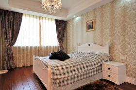 米色雅致美式卧室窗帘设计欣赏