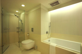 白色时尚现代风格卫生间装潢