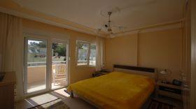 黄色现代简约卧室装潢设计