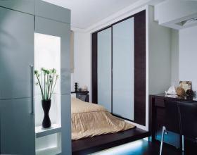 现代白色卧室隔断装修布置
