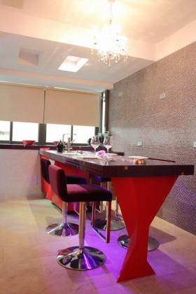 红色现代风格吧台设计欣赏2016