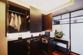 黑色现代风格衣柜间装修效果图