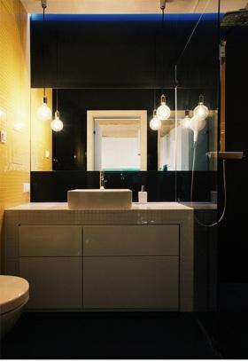 现代风格黑色卫生间设计装潢