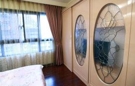 米色混搭风格卧室衣柜装饰图