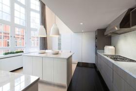 简约风格白色时尚厨房设计案例