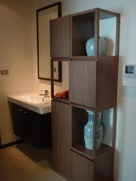 褐色中式风格卫生间装饰柜美图