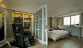 白色美式风格卧室隔断美图