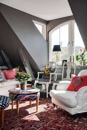 红色东南亚风格阁楼小客厅沙发装修图片