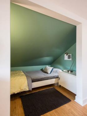 现代风格简洁阁楼装修效果图