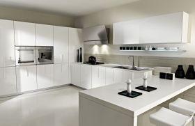 白色现代风格厨房橱柜装修布置