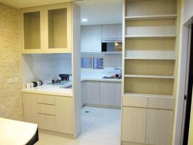米色简约风格厨房橱柜装修欣赏