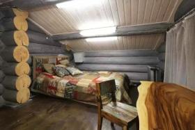 自然纯朴风格简约阁楼卧室装饰设计图片