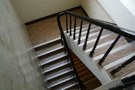 简约风格灰色楼梯装修案例