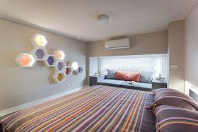彩色简约风格卧室床单装饰设计图片