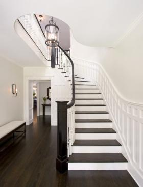 2016白色大气美式风格楼梯图片欣赏