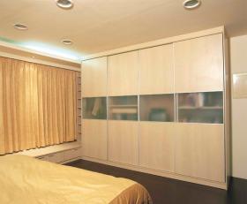 黄色简约风格卧室衣柜装饰效果图欣赏