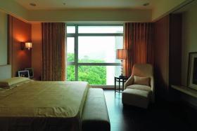 红色简约风格卧室窗帘装修布置