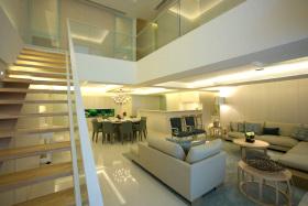 现代风格黄色客厅楼梯装潢案例