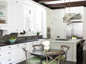 白色田园风格厨房橱柜装潢设计