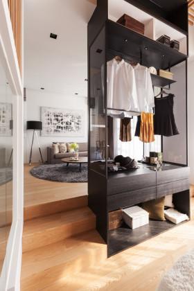 黑色北欧风格衣柜隔断装饰图