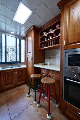 原木雅致美式风格厨房橱柜装修效果图