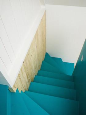 创意混搭蓝色楼梯图片