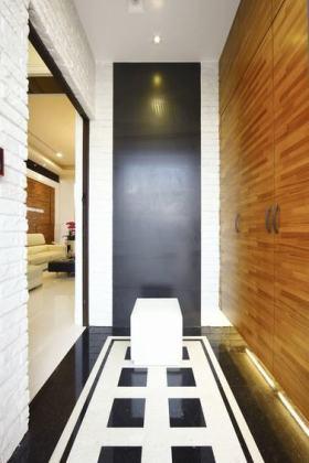 黑色现代风格过道装修设计案例