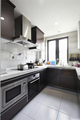 自然清爽黑色现代厨房装饰图