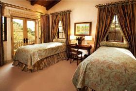 浪漫唯美美式风格卧室窗帘设计案例